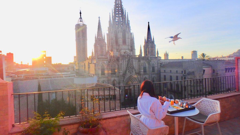 バルセロナ ホテルのテラスで朝食