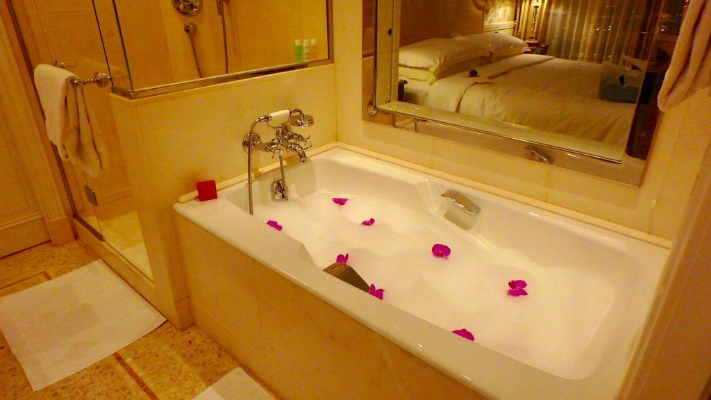 ミラノ ホテル バラ風呂