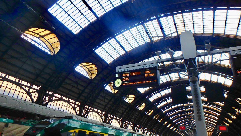 ミラノ中央駅 特急電車 ホーム