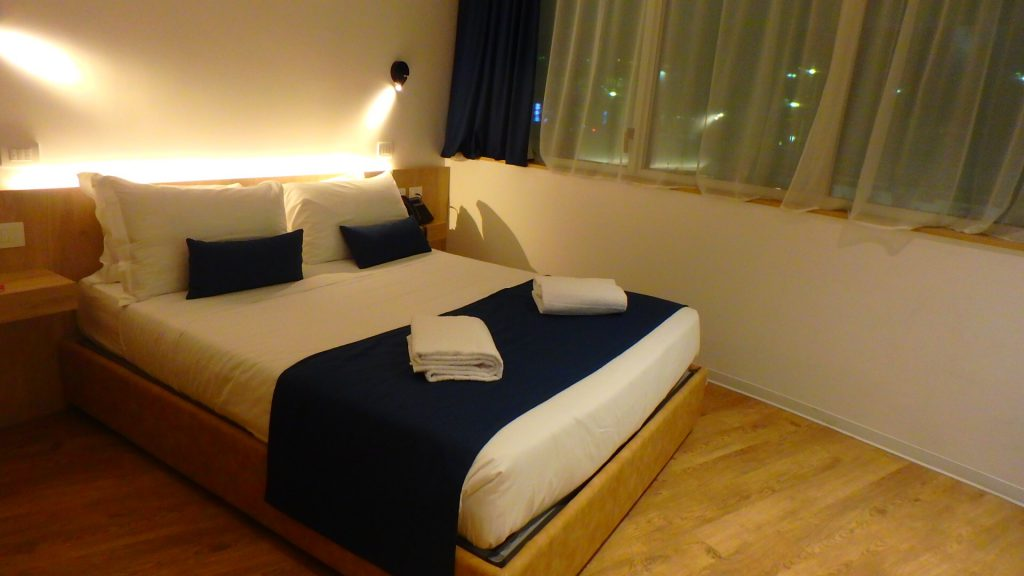 ローマ フィウミチーノ空港内ホテル ブログ