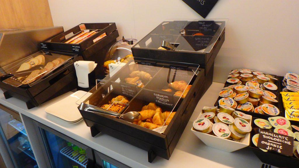 ローマ フィウミチーノ空港内ホテル 朝食