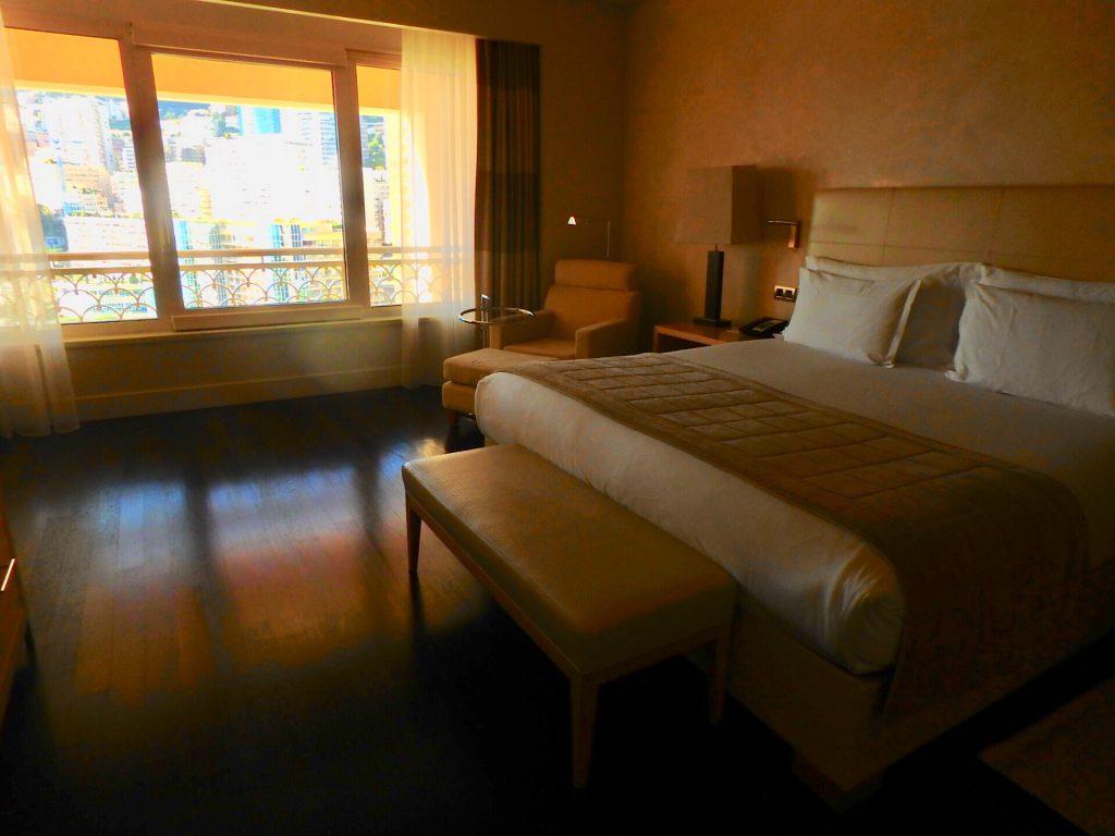 モナコ ホテル ベッドルーム