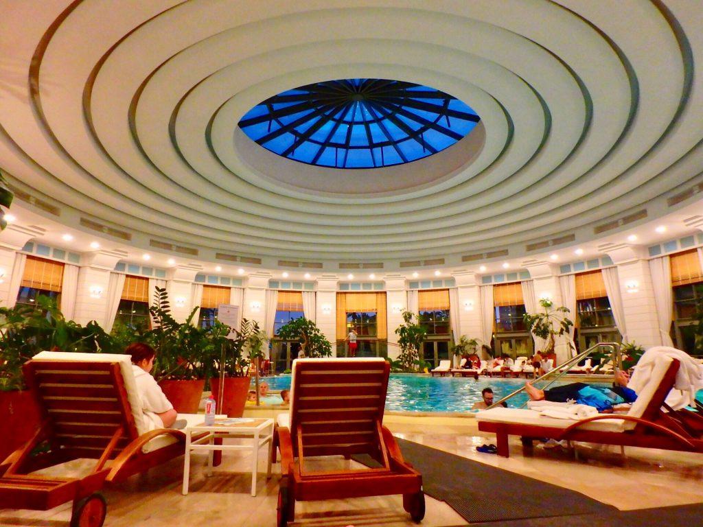 モナコ ホテル 屋内プール