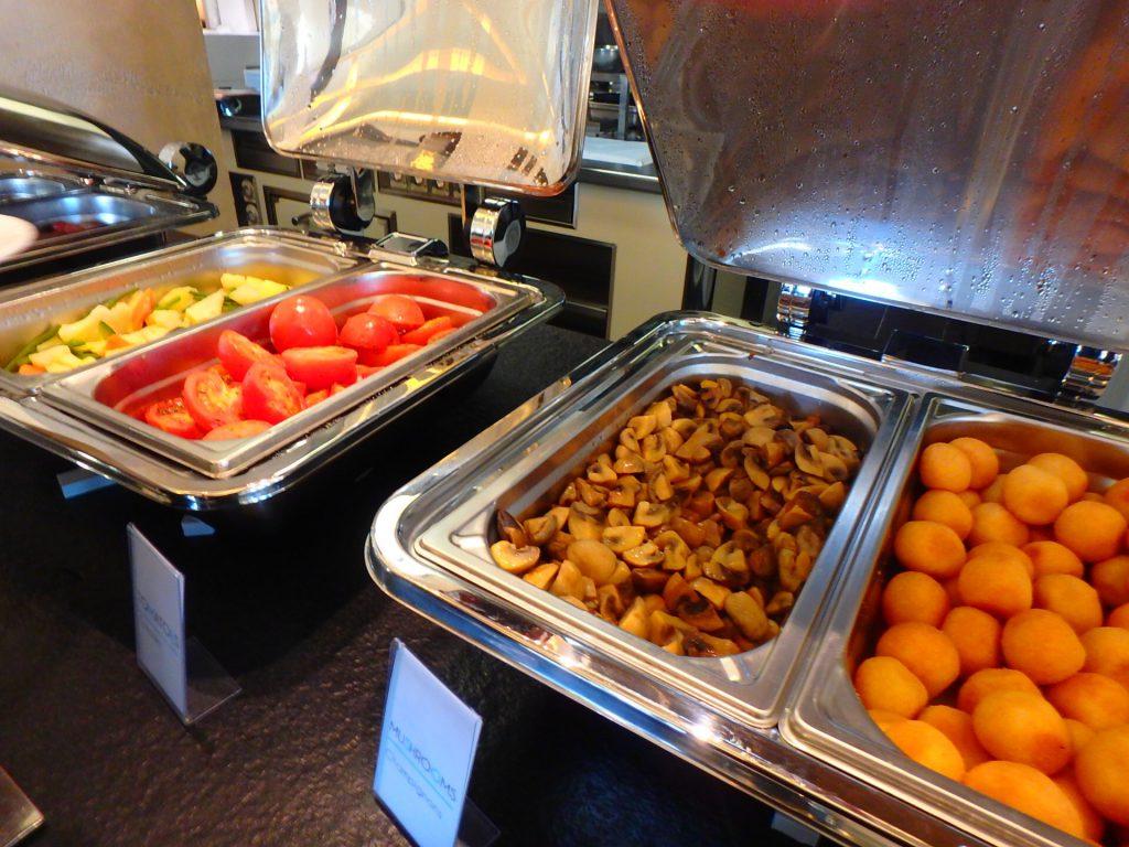 モナコ ホテル 朝食ビュッフェ