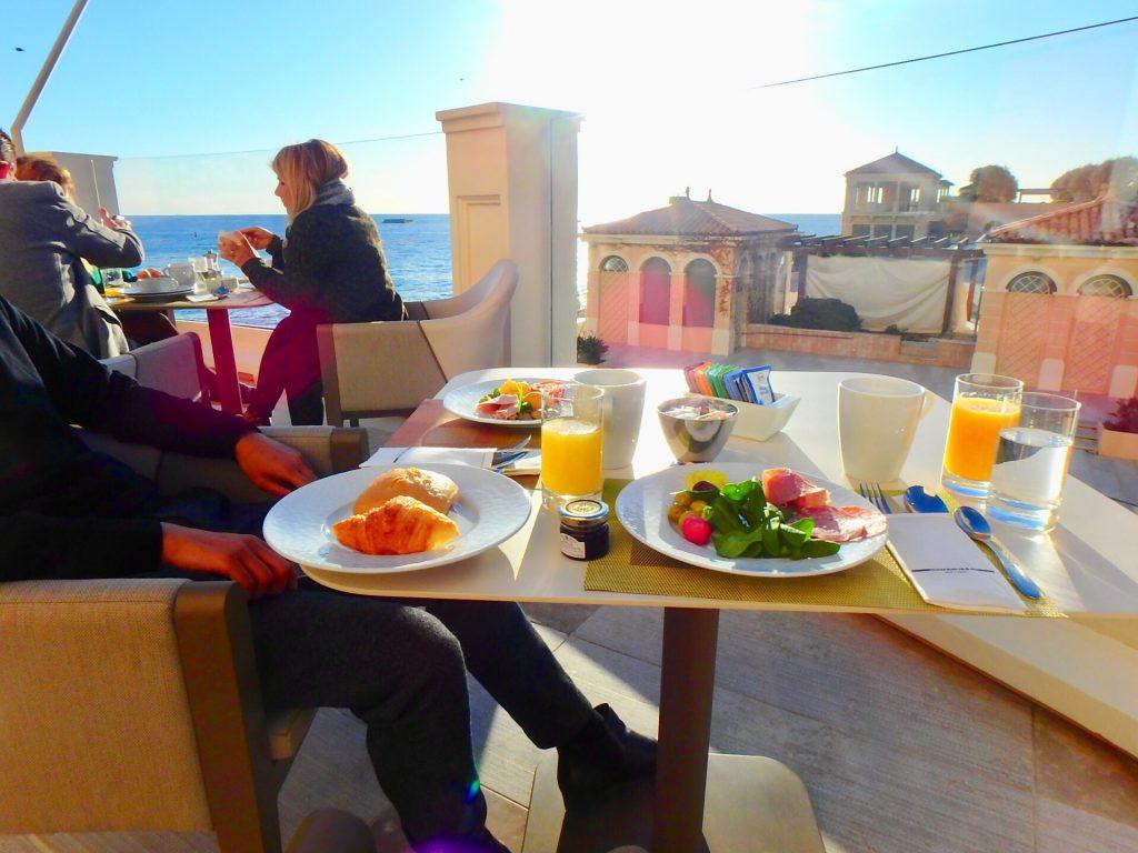 モナコ 朝食 海沿い