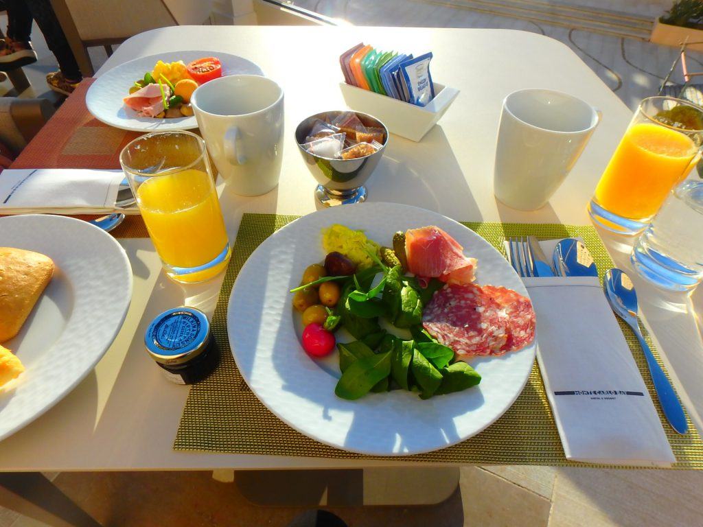 モナコ 朝食 ブログ