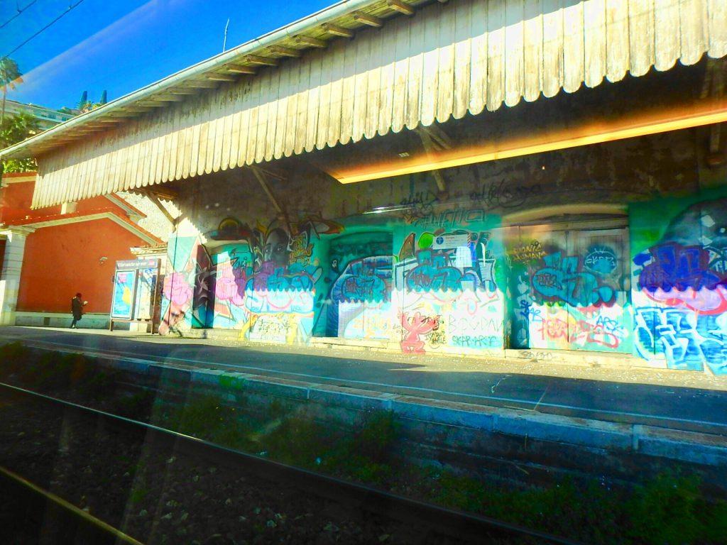モナコからニース 電車 治安が悪い