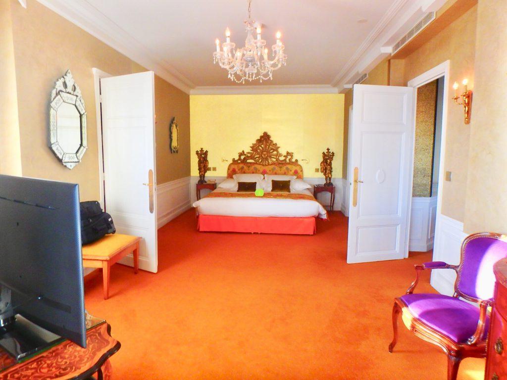 ホテル ネグレスコ 寝室