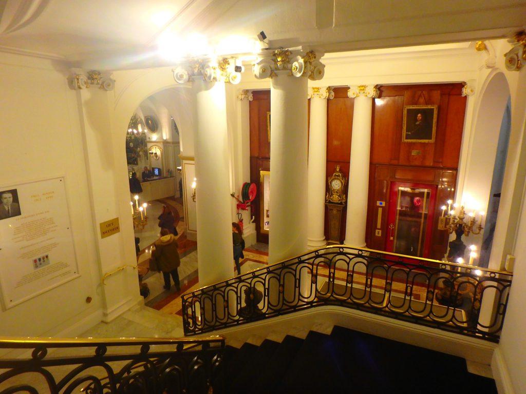 ニース ホテルネグレスコ 階段