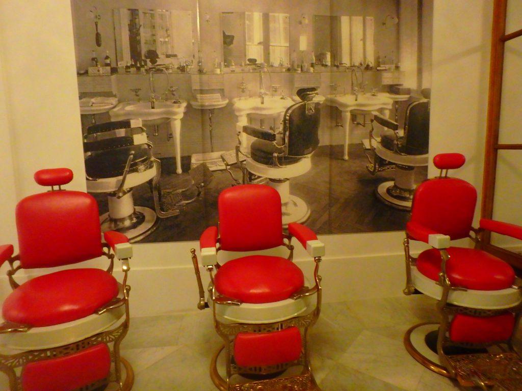 フランス 昔の床屋さん 美容院