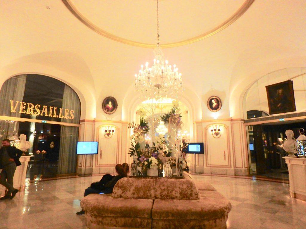 ホテル ネグレスコ ロビー