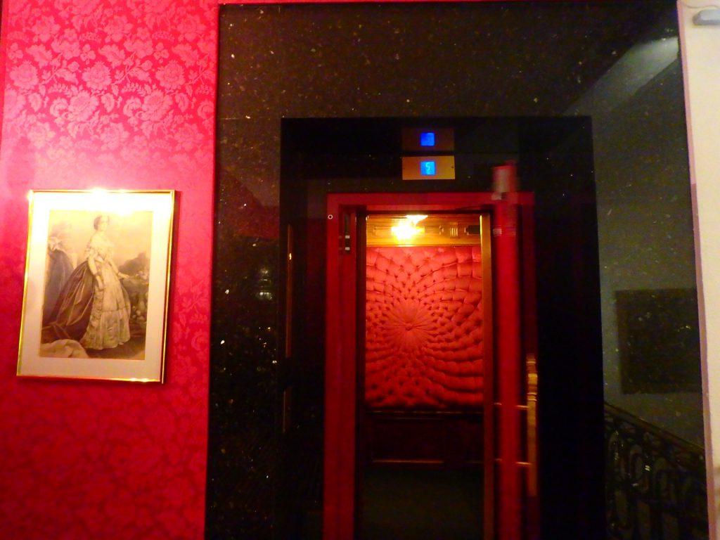 ホテルネグレスコ エレベーター