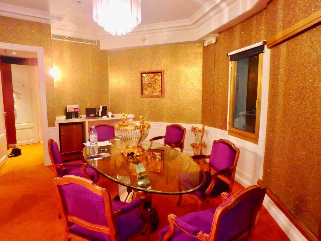 フランス 高級老舗ホテル スイートルーム