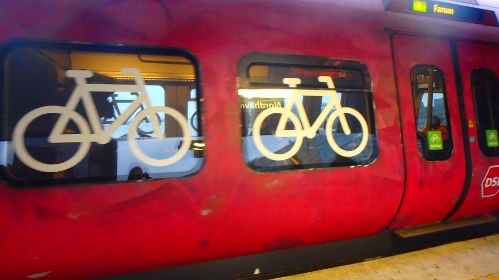 デンマーク コペンハーゲン 電車 自転車