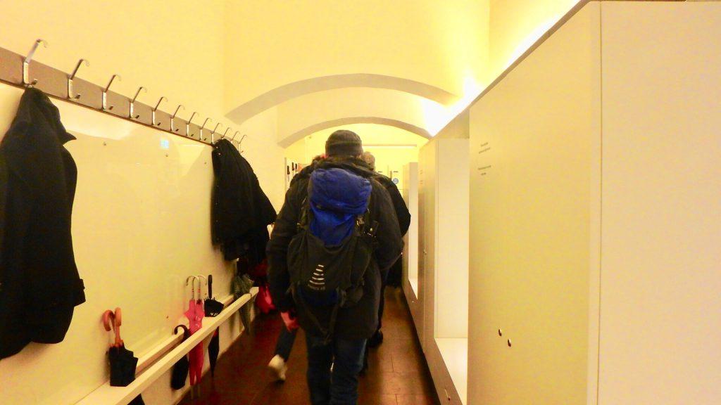 オスロ 美術館 ロッカー スーツケース