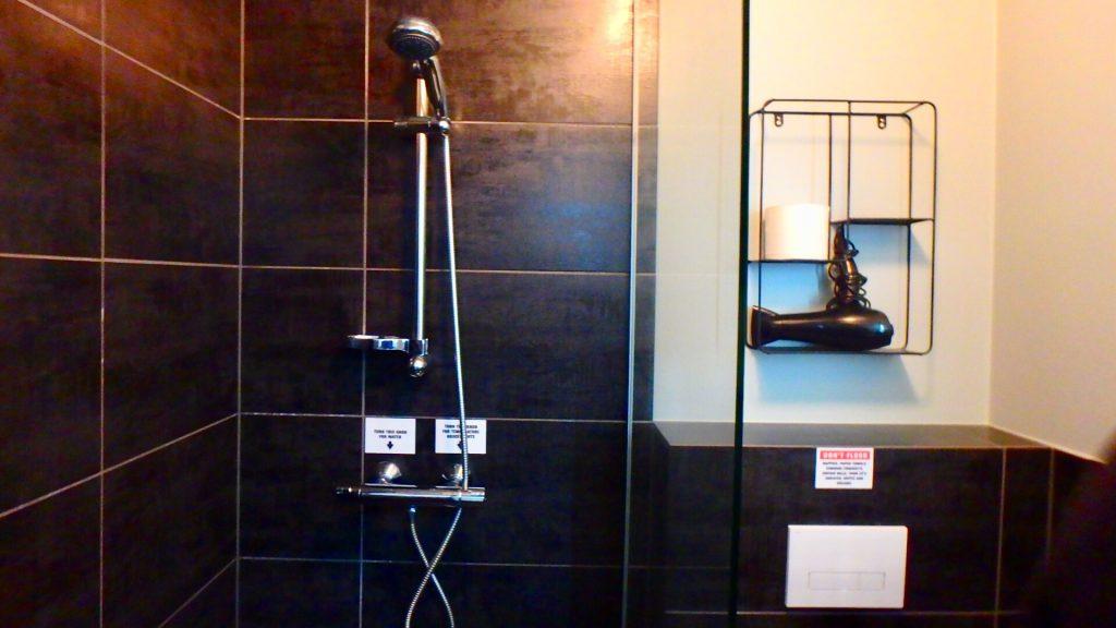 レイキャビク ホテル シャワー バスルーム