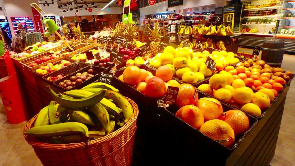 レイキャビク スーパーマーケット 野菜 フルーツ