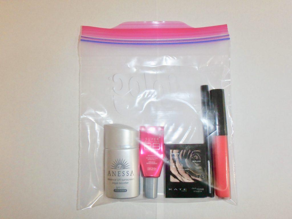 旅行用 メイクポーチ 中身 化粧品