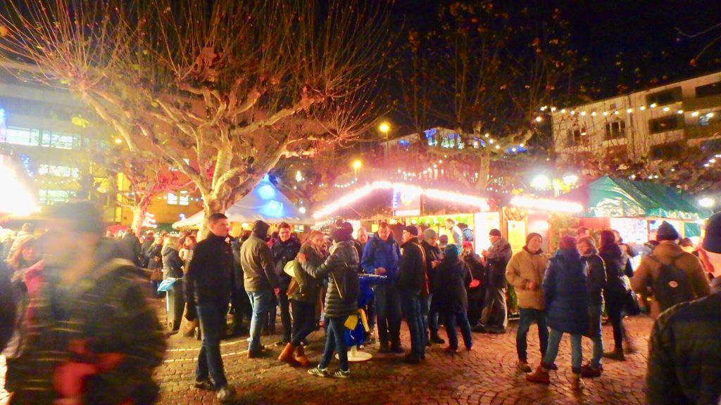 フランクフルト クリスマスマーケット 混雑