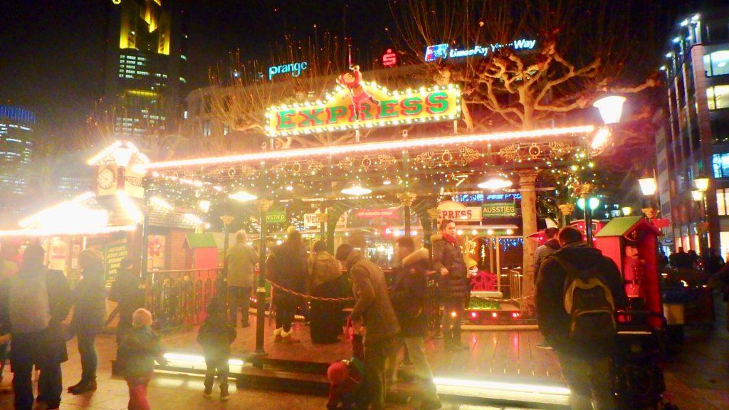 ドイツ クリスマスマーケット 小さい子供 キッズ