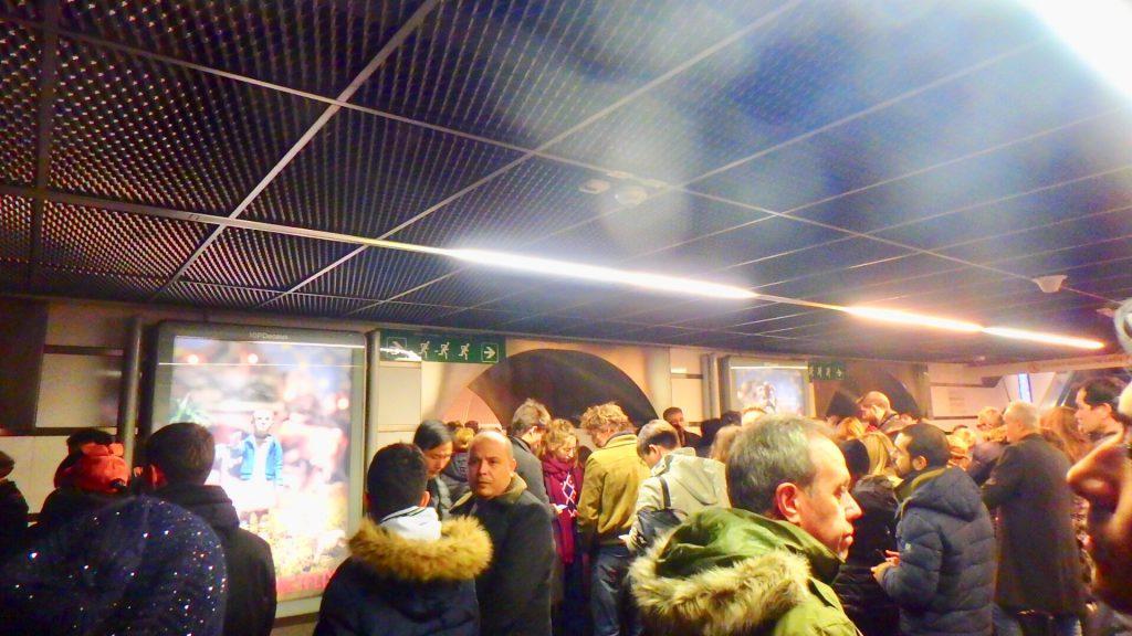 ローマ クリスマス 駅 混雑