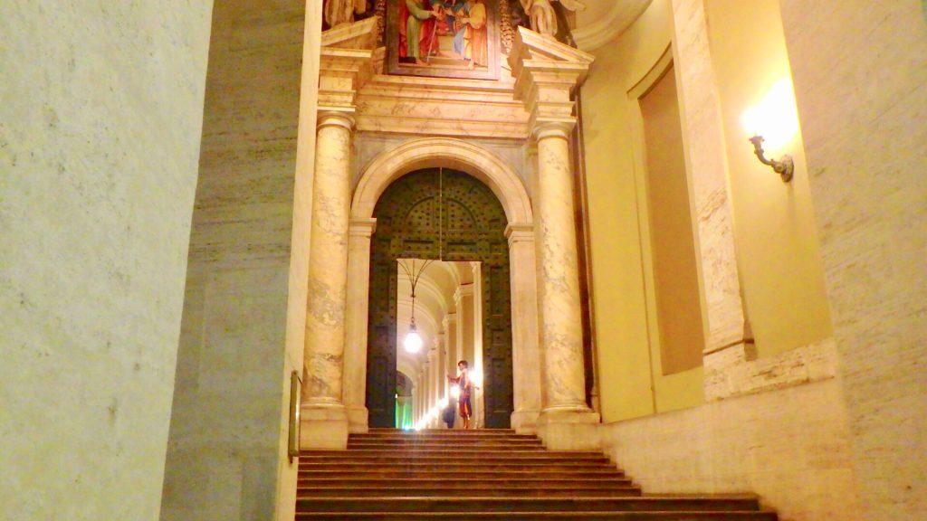 サン・ピエトロ教会 入り口