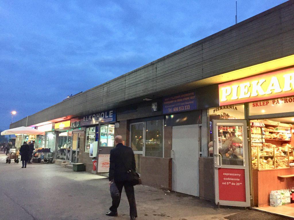 ワルシャワ Ochota駅 コンビニ 売店