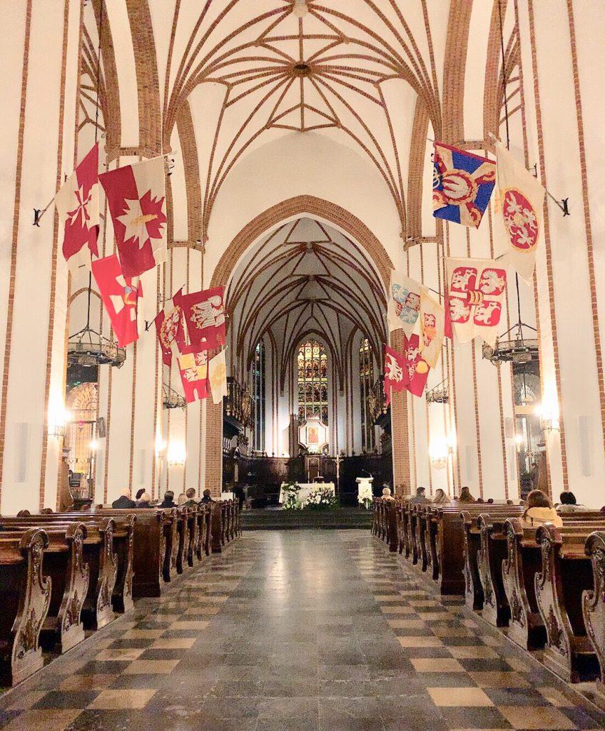 ワルシャワ 観光 教会 綺麗