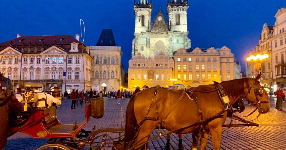 プラハ 旧市街広場 夜 綺麗