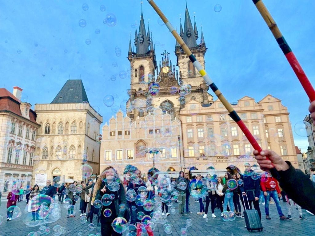 プラハ 旧市街広場 シャボン玉