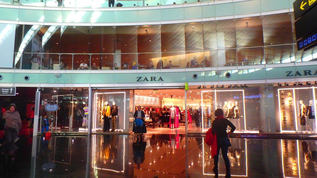 バルセロナ 空港 ZARA