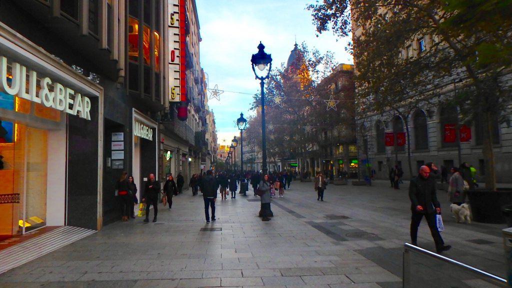 バルセロナ 街中 服装