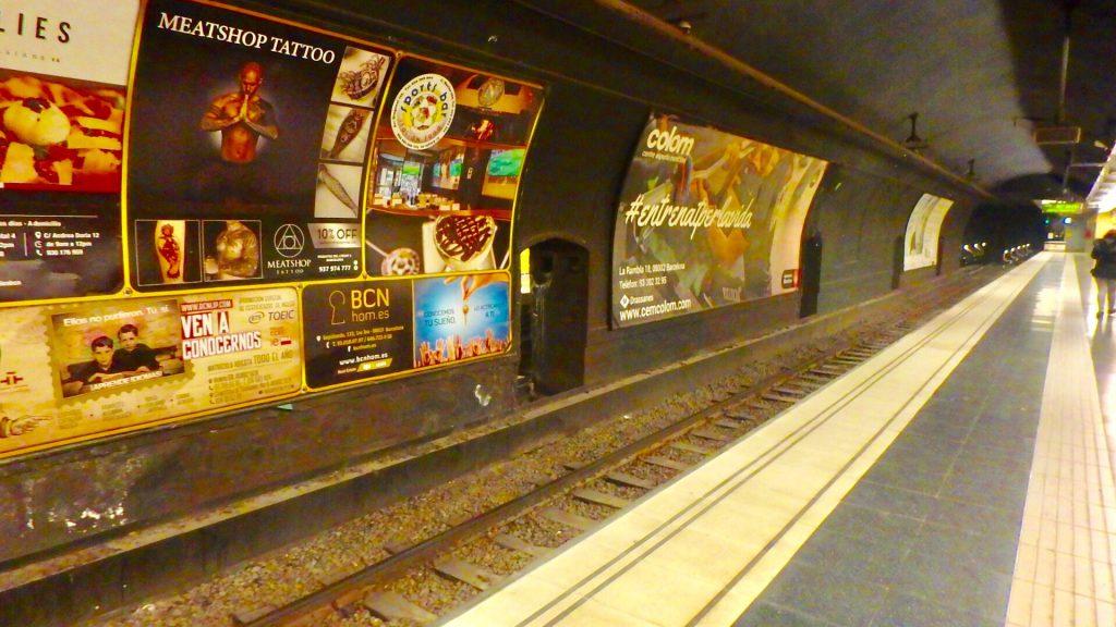 バルセロナ メトロ 電車