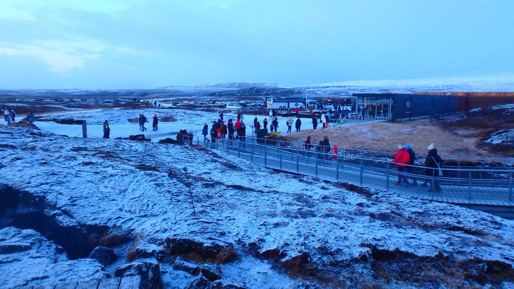 アイスランド 観光 冬 服装