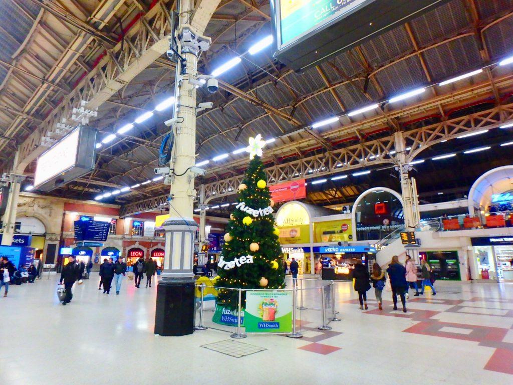 ロンドン ヴィクトリア駅 クリスマス