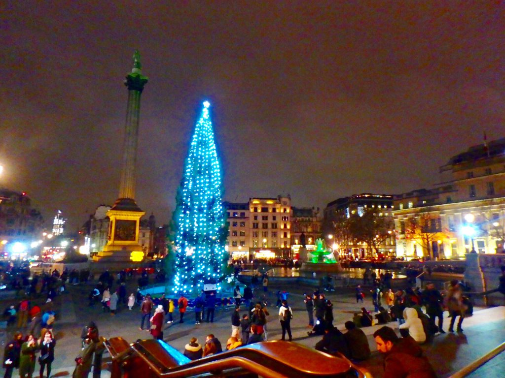 トラファルガー広場 冬 クリスマスツリー