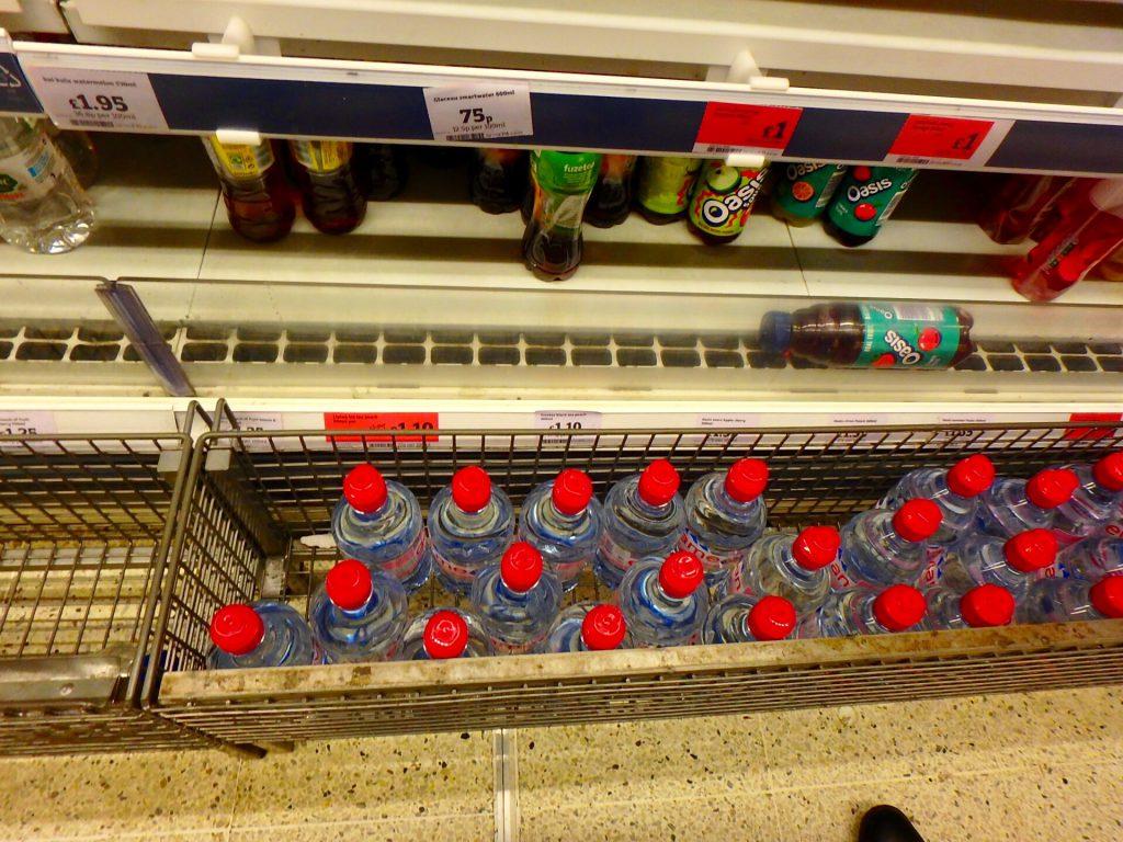 ロンドン スーパー 水 物価