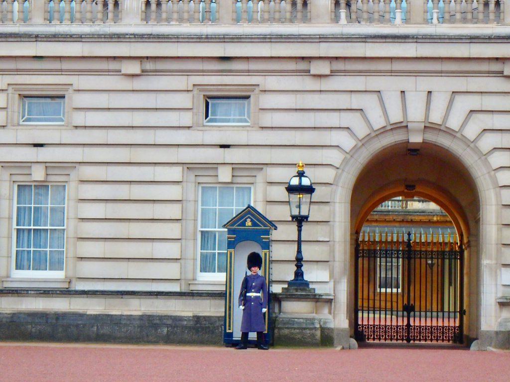 バッキンガム宮殿 イギリス近衛兵