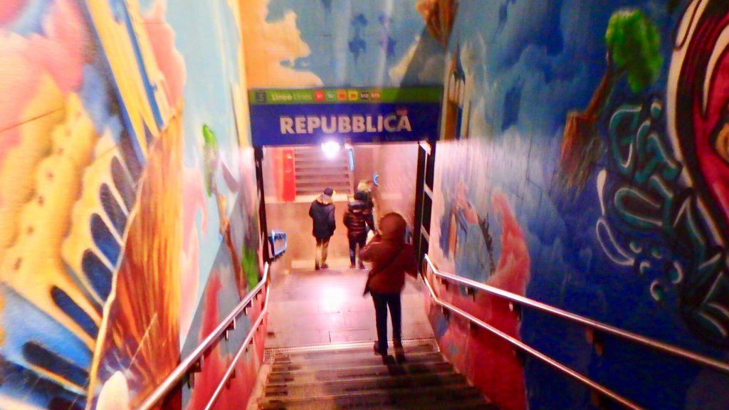 ミラノ メトロ 駅 Repubblica