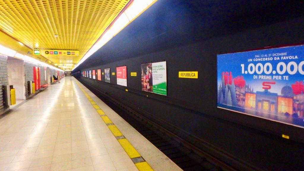 ミラノ メトロ 駅 ホーム