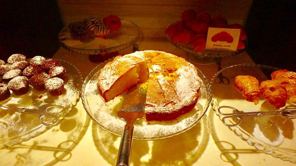 ミラノ 朝食 ケーキ スイーツ