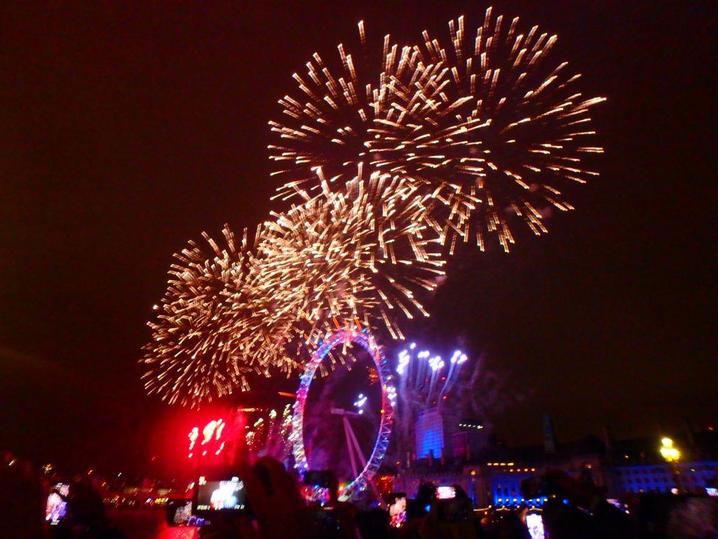 ロンドン 年越し 花火