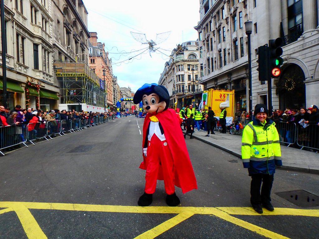 ロンドン ニューイヤーズパレード ミッキー