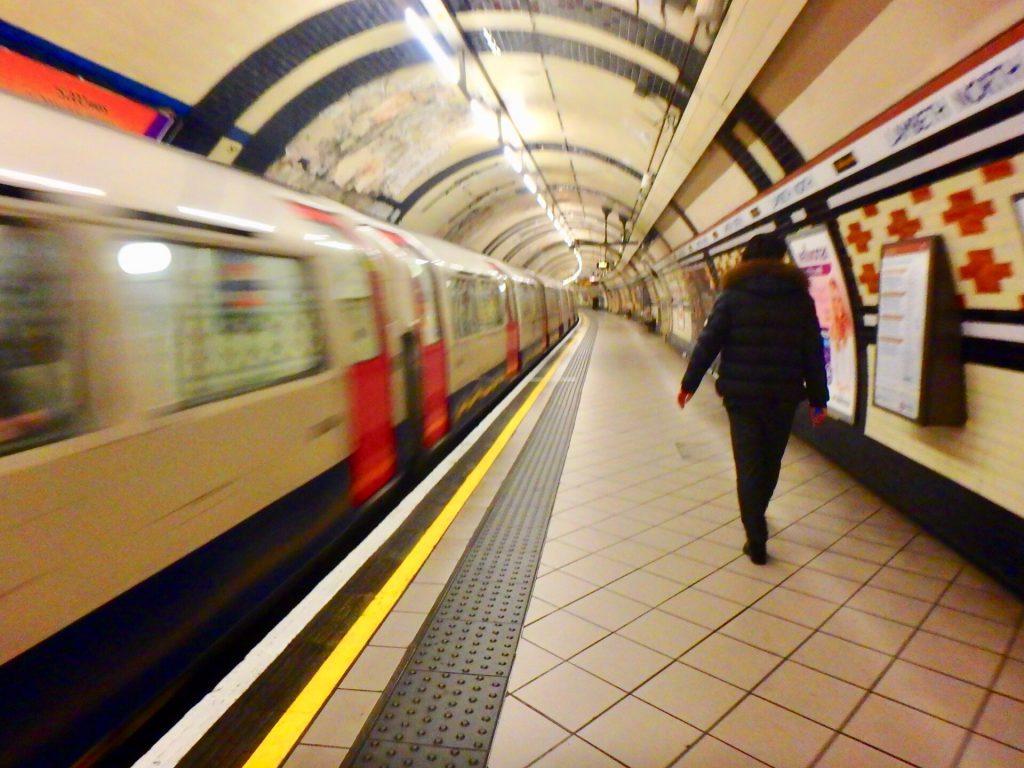 ロンドン 地下鉄 電車