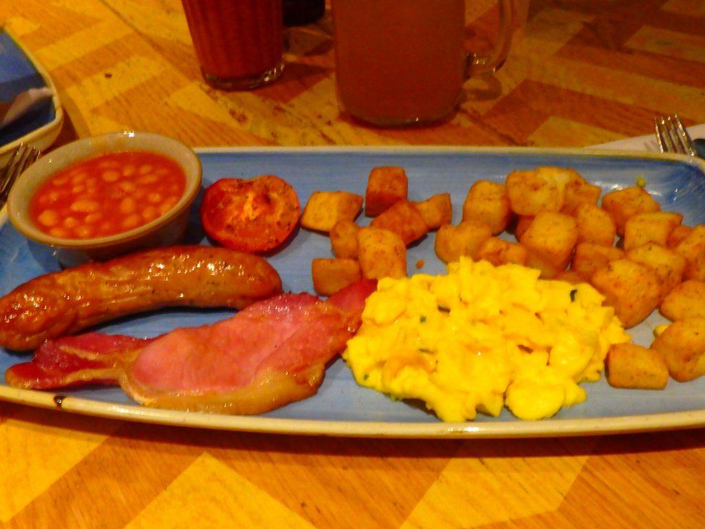 ロンドン スタンステッド空港 食事 ブログ