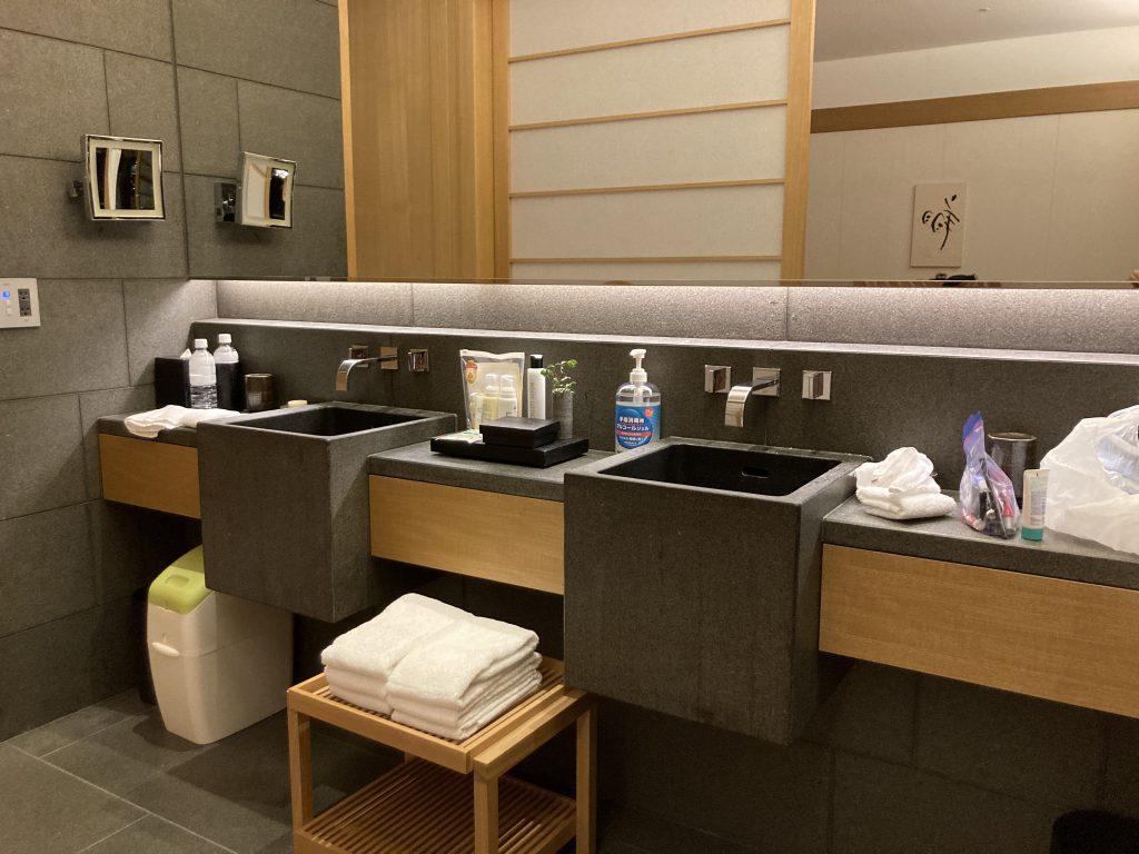 アマン東京 お部屋の内装 バスルーム 洗面所